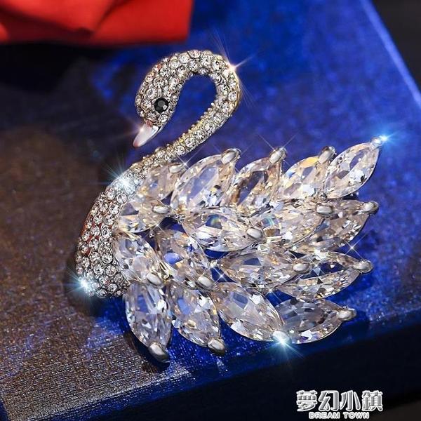 天鵝毛衣胸針女配飾氣質別針簡約韓國奢華大氣 夢幻小鎮