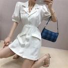 西裝裙 夏季時尚小心機露腰短裙修身顯瘦單排扣西裝裙女泡泡袖洋裝-Ballet朵朵