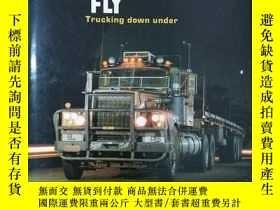 二手書博民逛書店WHERE罕見THE BIG RIGS FLY,Trucking down under 大鉆塔飛哪裏,卡車下(19