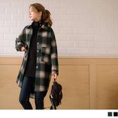 《EA2818-》毛呢質感格紋大口袋排釦長版外套 OB嚴選