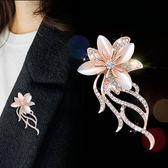 年終盛典 綴戀韓國新款胸針女鑲鉆人造水晶花朵胸花首飾配飾品外套毛衣別針