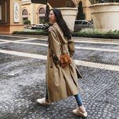梨卡 - 大牌感高品質挺版中長版卡其色顯瘦繫帶綁帶雙排扣立領西裝防風外套風衣長大衣AR002