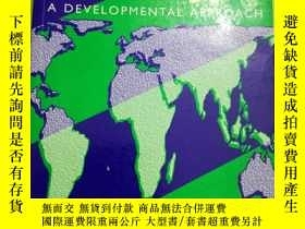 二手書博民逛書店Comparative罕見Political Economy: A Developmental Approach奇