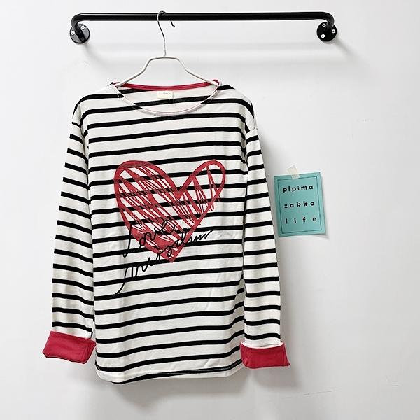 米白條紋愛心袖口可反摺上衣-上衣-現貨-210101-pipima