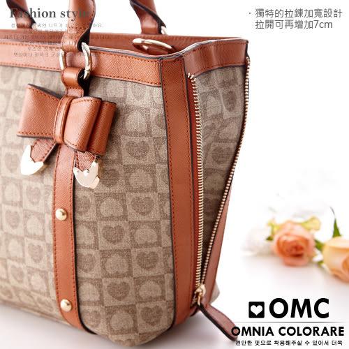 OMC - 繽紛愛心棋盤格緹花中型2用牛皮手提側肩背包 ─ 拿鐵咖