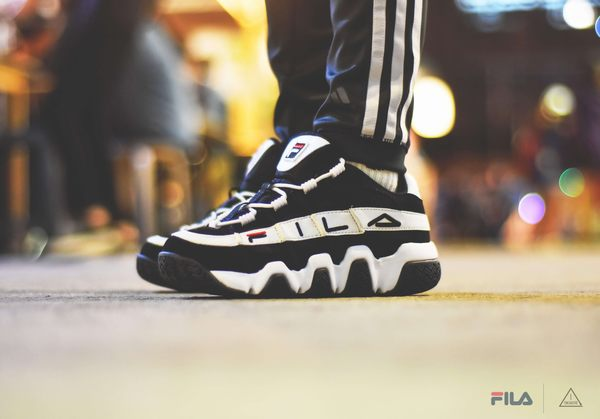 ISNEAKERS FILA Barricade XT 97 Low 老爹鞋 黑色 黑白 FS1HTB1053X