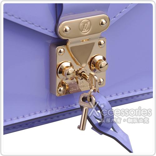 LV M90113 經典漆皮扣式手提/斜背小方包(淡紫)