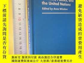 二手書博民逛書店英文原版罕見精裝 Women, Politics, and the United Nations: (Contri