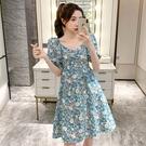 碎花洋裝 夏季新款2021百搭泡泡袖v領碎花連身裙時尚氣質女神范收腰中長裙 艾維朵