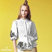 【SHOWCASE】民俗風細褶立領繡花襬綁帶襯衫(白)