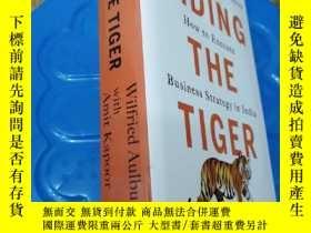 二手書博民逛書店RIDING罕見THE TIGER How to Execute