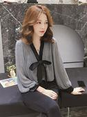 新款韓版V領蝴蝶結格子燈籠袖雪紡襯衣女百搭寬鬆襯衫上衣 黛尼時尚精品