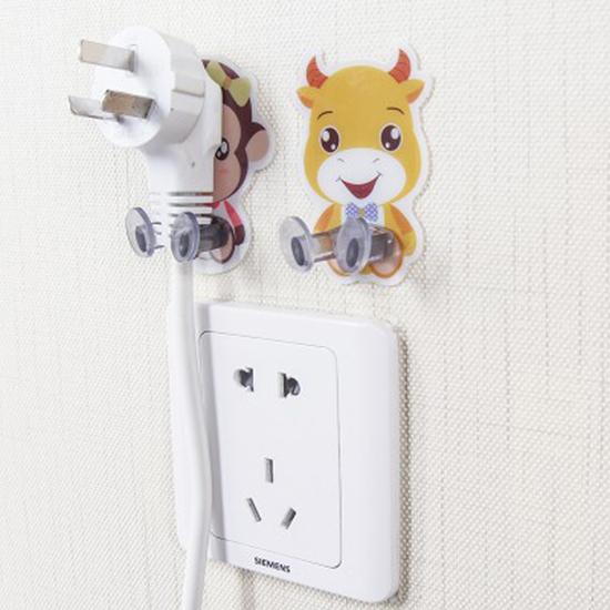 ✭慢思行✭【J108】黏膠掛勾插頭支架 卡通黏膠 插座掛鉤 牆上 掛電源 插頭 黏貼支架 牆壁