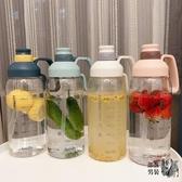 運動水壺 帶刻度塑料水杯子女大容量1.8L男便攜水瓶吸管太空杯戶外運動水壺 4色