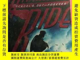二手書博民逛書店Maximum罕見Ride : Schools Out-Fore