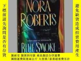 二手書博民逛書店英文原版罕見Blue Smoke by Nora Roberts