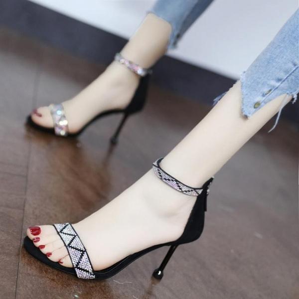 大東歌時尚水鑚一字帶涼鞋2021年新款夏氣質露趾細跟高跟鞋仙女風 果果輕時尚
