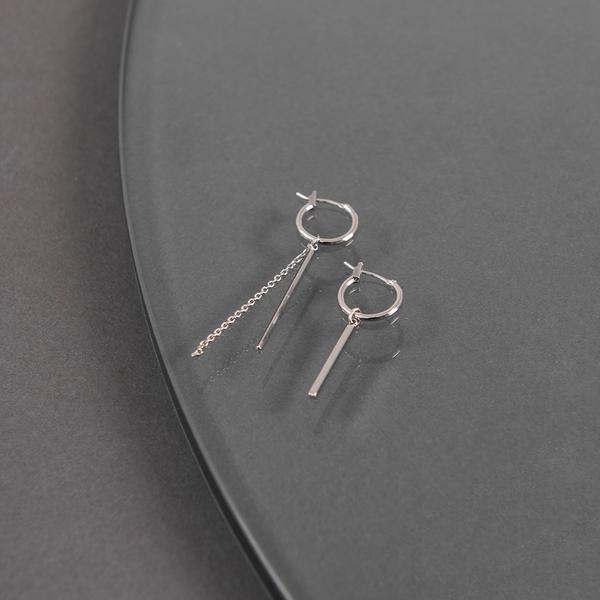 Queen Shop【07030718】不對稱設計垂墜鍊條耳針式耳環*現+預*