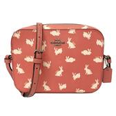 【COACH】滿版兔兔們 PVC皮革小斜背包/相機包(小款-兔兔粉)