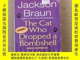 二手書博民逛書店The罕見Cat Who Dropped a Bombshell