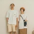 Queen Shop【01038816】中分哥 跳色車線單口袋造型印圖上衣 1/2*現+預*