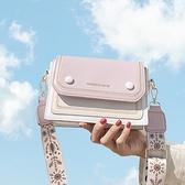 夏天小包包新款2020流行高級感寬肩帶斜背包女百搭ins側背小方包 黛尼時尚精品