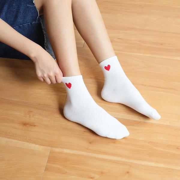 【正韓直送】韓國襪子 超Q愛心中筒襪 長襪 女襪 棉襪 禮物 韓妞必備 哈囉喬伊 A6