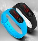 買一送一LED兒童手錶學生韓版時尚潮流運動夜光防水電子錶 依凡卡時尚
