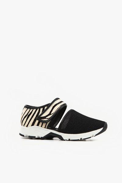 ALL BLACK   透氣網洞休閒鞋(斑馬)