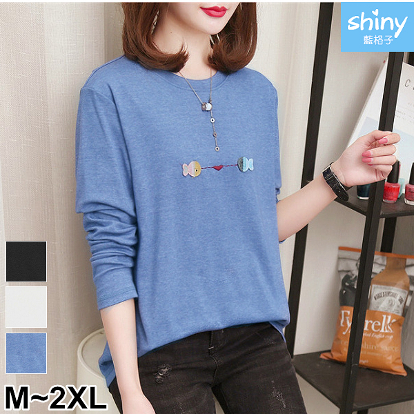 【V3066】shiny藍格子-休閒隨意.可愛刺繡小魚圓領長袖上衣