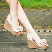 楔型鞋楔型涼鞋女韓版夏季新款甜美花朵仙女風露趾一字帶厚底高跟鞋紓困振興