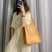 手提包 水桶包包女2019夏季新款韓版簡約手提包質感女包百搭大容量側背包 可卡衣櫃