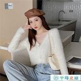 休閒上衣v領毛絨寬松外穿短款針織衫上衣女白色毛衣【千尋之旅】