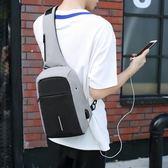 USB充電旅行包 防盜USB充電胸包牛津布胸前包男9.7寸10寸平板小包單肩斜挎斜背包 全館免運