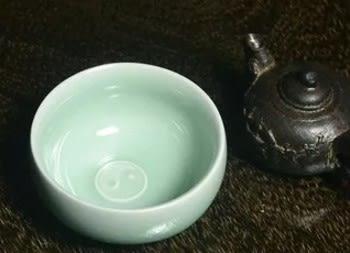 [協貿國際]  青瓷品茗論道杯八卦杯粉青茶具 (1入)