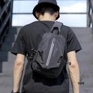 胸包男休閒多功能小背包側背斜背包時尚【愛物及屋】