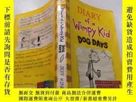 二手書博民逛書店diary罕見of a wimpy kid dog days : 一個懦弱的孩子的日記三伏天.Y212829