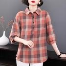 棉麻格子襯衫女士七分袖大碼女裝2021新款春裝媽媽上衣中袖襯衣夏 設計師