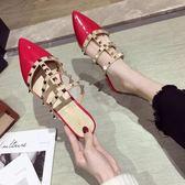 半拖 拖鞋女潮鉚釘漆皮尖頭粗跟包頭穆勒鞋仙女涼拖 - 古梵希鞋包