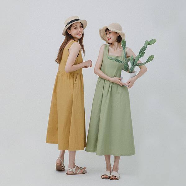 純色方領無袖長洋裝