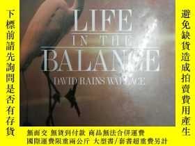 二手書博民逛書店Life罕見in the Balance : Companion