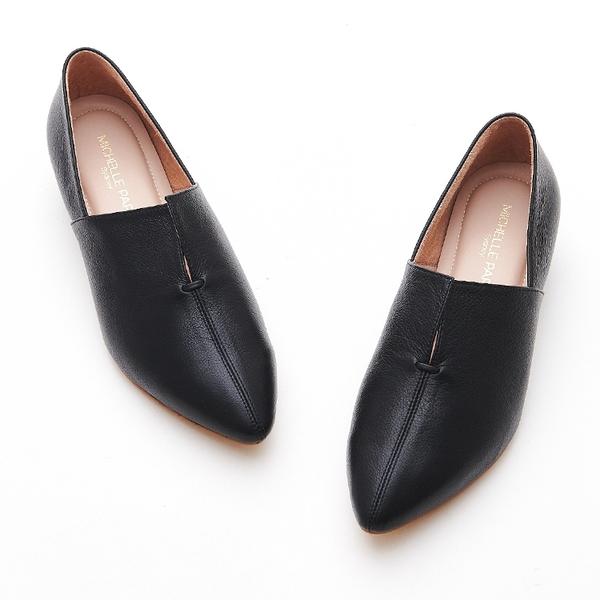 MICHELLE PARK 現代印象 尖頭微V口真皮低跟休閒女鞋-黑