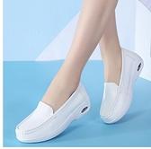 護士鞋氣墊護士鞋女夏季款新款防滑白色坡跟平底不累腳透氣防臭軟底 JUST M