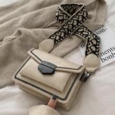 時尚女包 包包女包2020春季新款方包時尚信封包休閑包寬肩帶復古單肩斜挎包 叮噹百貨