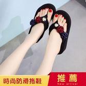 新款時尚花朵人字拖女夏防滑坡跟沙灘鞋厚底涼拖外穿海邊拖鞋