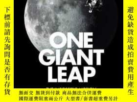 二手書博民逛書店英文原版罕見偉大的一步 登月任務 One Giant Leap