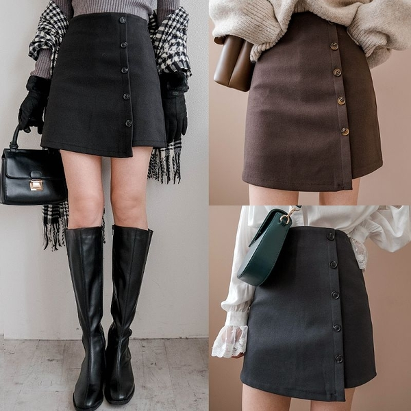 現貨-MIUSTAR 後拉鍊排釦造型毛呢短褲裙(共3色,S-L)【NH3197】