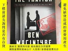 二手書博民逛書店The罕見spy and the traitorY325254 Ben Macintyre Crown