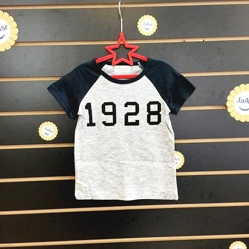 ☆棒棒糖童裝☆(68126)夏男童灰色數字1928插肩款上衣 5-15