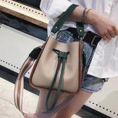 【全館】現折200斜挎包夏天小包包女新款潮時尚撞色手提斜挎包包正韓寬帶單肩水桶包
